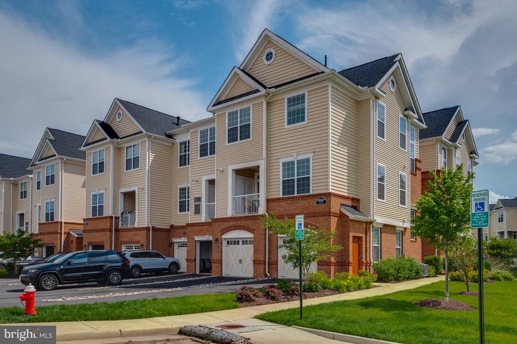 2 level garage condo - 43047 STUARTS GLEN TER #116, ASHBURN