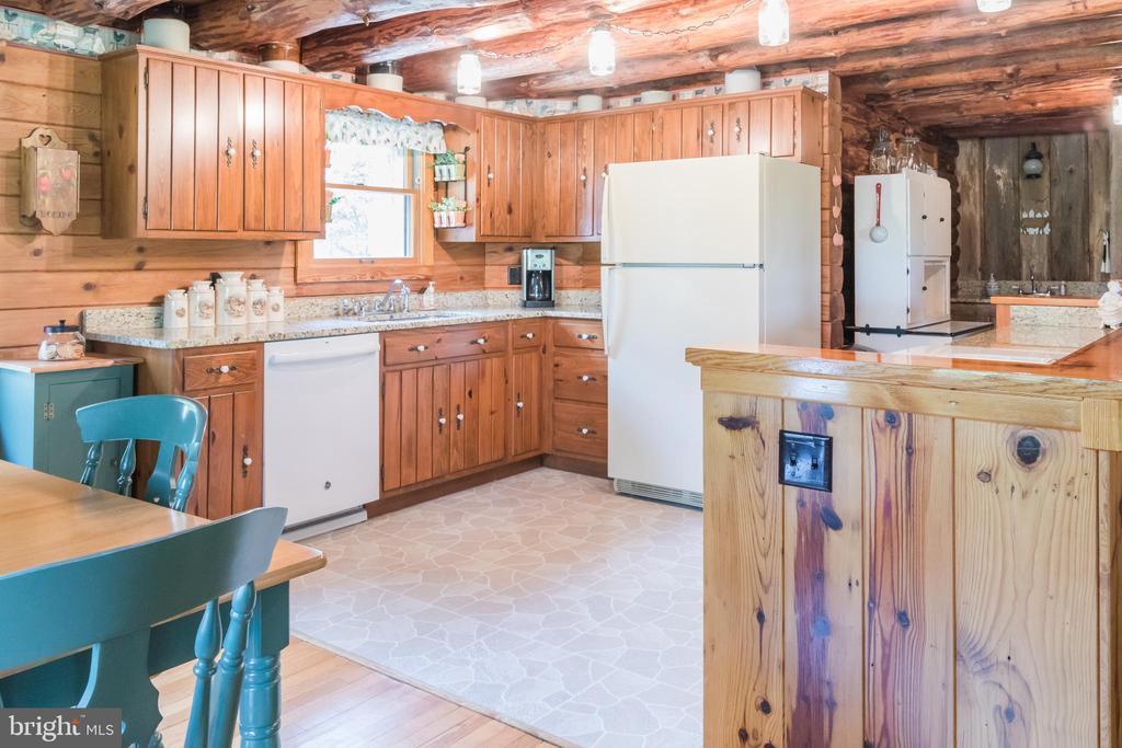 Wood Cabinetry with Granite Countertops - 2486 LONGMARSH RD, BERRYVILLE
