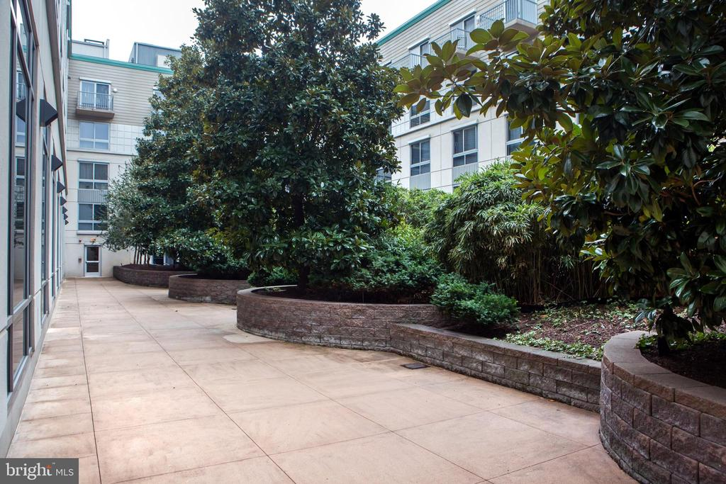 Building Interior Courtyard - 777 7TH ST NW #632, WASHINGTON