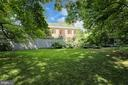 Walled reared lawn - 107 SAINT MARTINS RD, BALTIMORE