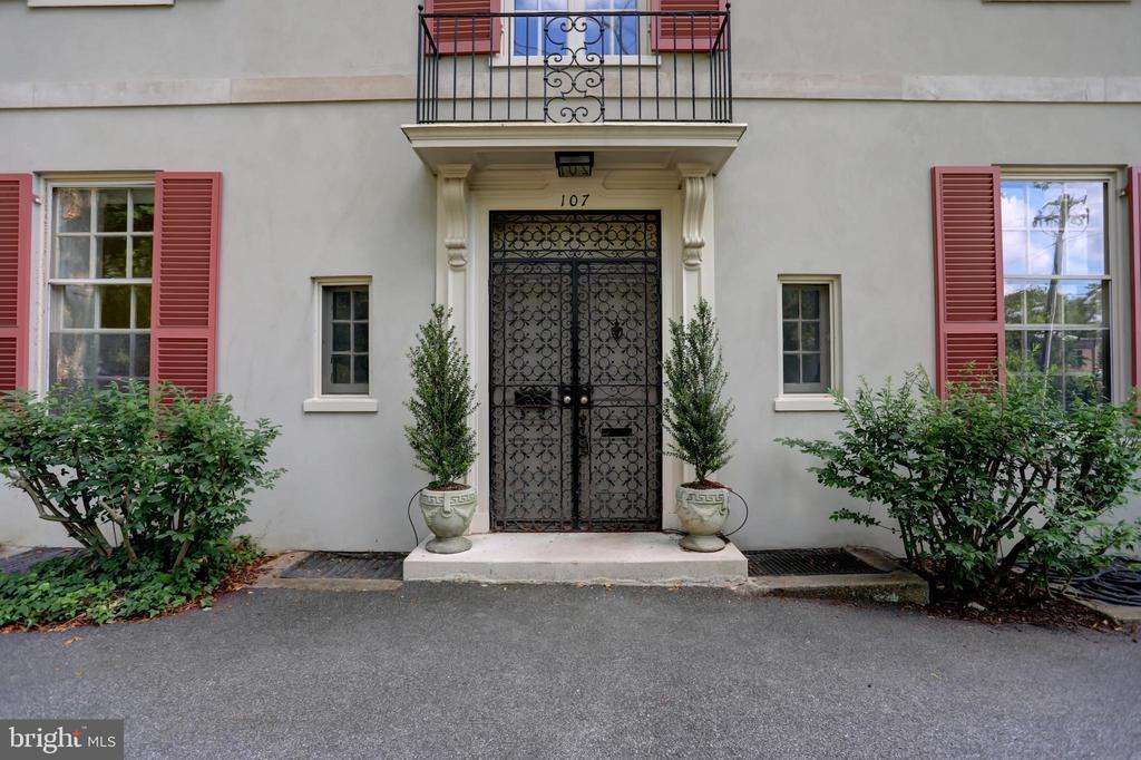 Front Entrance - 107 SAINT MARTINS RD, BALTIMORE
