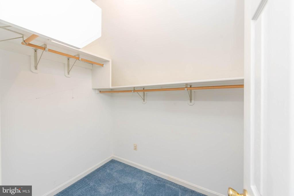 Upper Level In-Law Walk-In-Closet - 3326 CARLISLE DR, KNOXVILLE