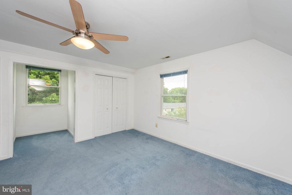 Upper Level In-Law Suite Bed/Rental - 3326 CARLISLE DR, KNOXVILLE