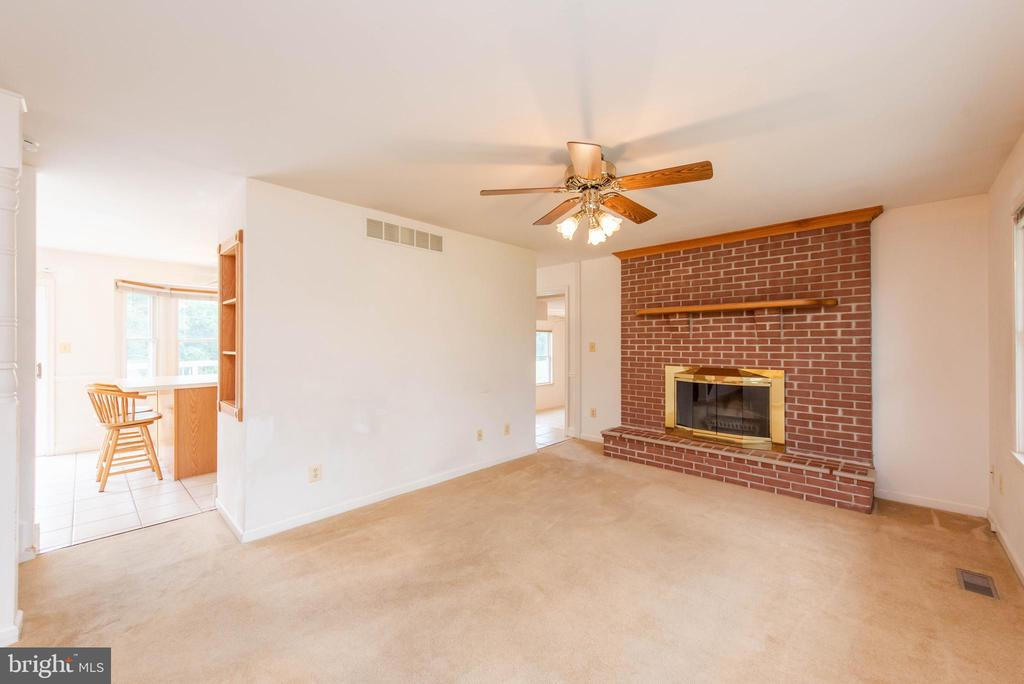 Family Room Wood Burning Fireplace - 3326 CARLISLE DR, KNOXVILLE