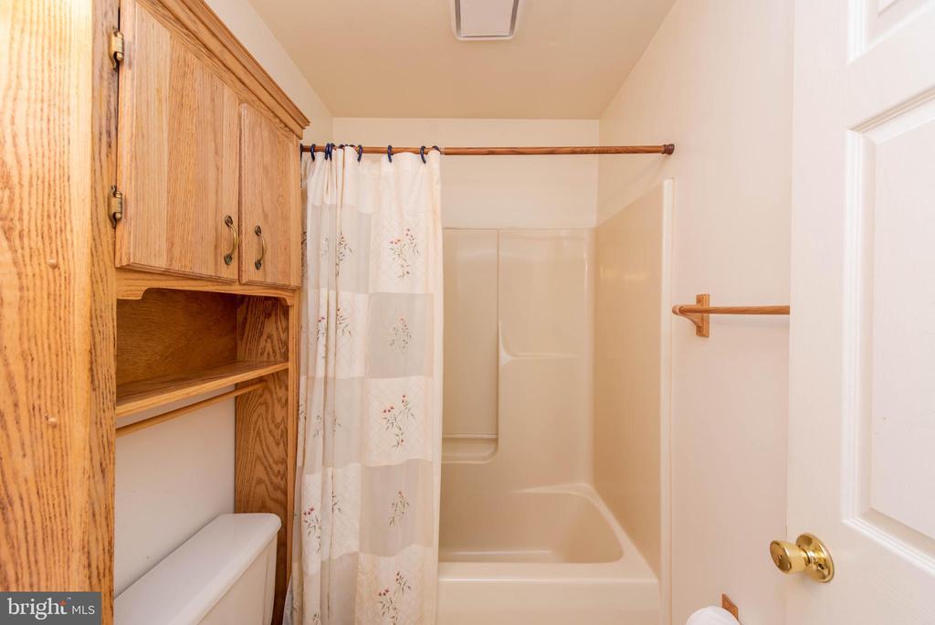 Main Level Full Hall Bath - 3326 CARLISLE DR, KNOXVILLE