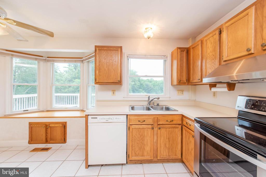 Tons of Natural Light - 3326 CARLISLE DR, KNOXVILLE