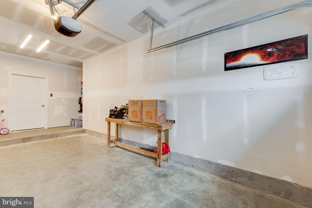 Garage with Tons of Extra Space - 43047 STUARTS GLEN TER #116, ASHBURN