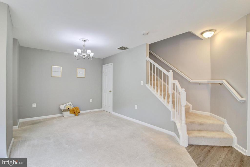 - 43525 PATCHING POND SQ, ASHBURN
