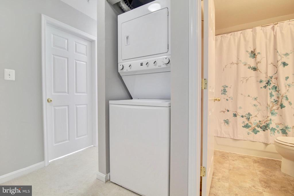 Washer and dryer on top level - 43525 PATCHING POND SQ, ASHBURN
