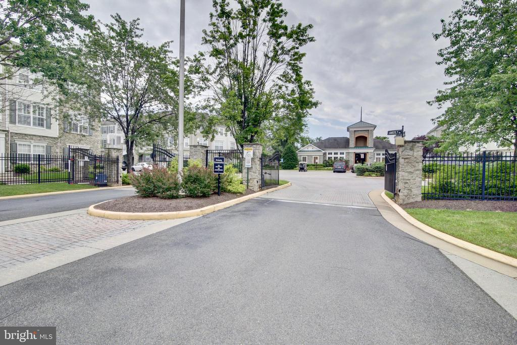 Gated community - 43525 PATCHING POND SQ, ASHBURN