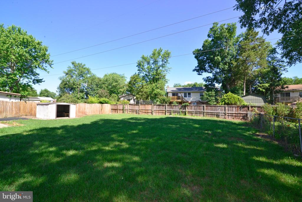 backyard - 9622 KING GEORGE DR, MANASSAS