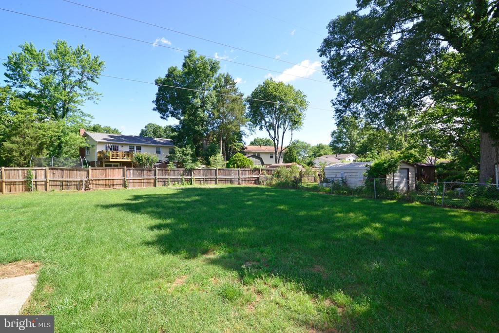 Huge backyard! - 9622 KING GEORGE DR, MANASSAS