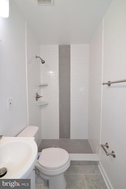 2nd level full bath - 9622 KING GEORGE DR, MANASSAS