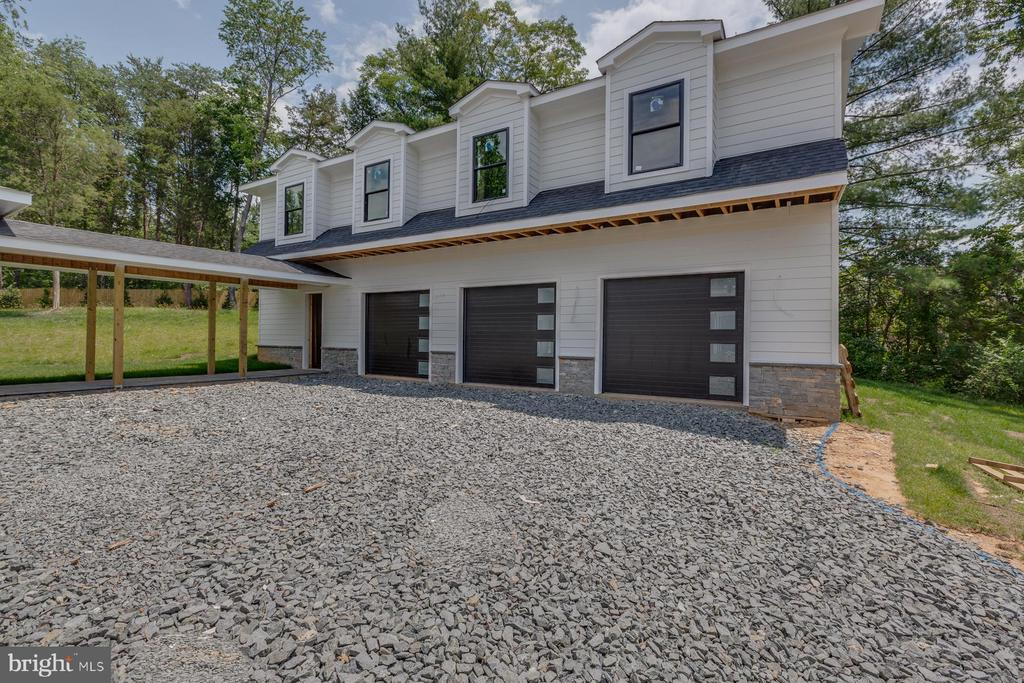 Three-Car Garage & an Exceptional Guest Apartment - 9726 MIDDLETON RIDGE RD, VIENNA