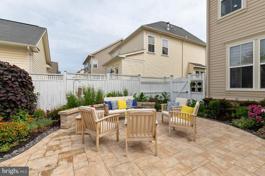 Custom Paver Patio - 23402 HIGBEE LN, BRAMBLETON