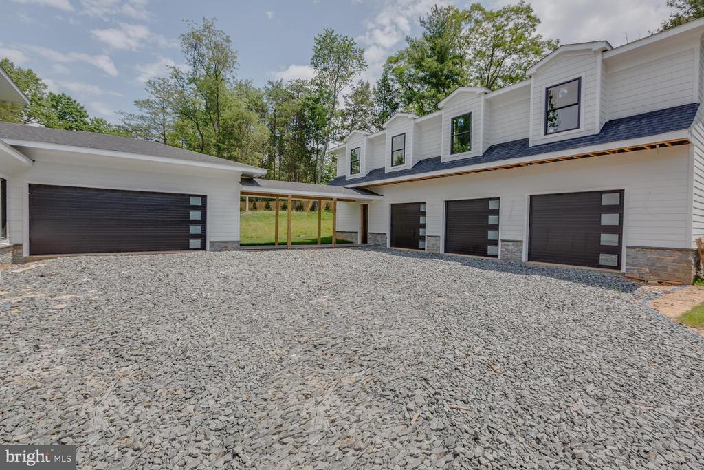 Separate Carriage House - 9726 MIDDLETON RIDGE RD, VIENNA