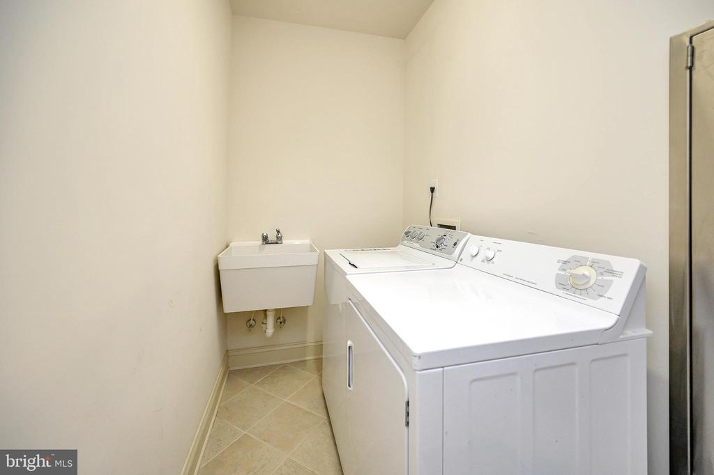Basement Laundry Room - 86 SAINT MARYS LN, STAFFORD