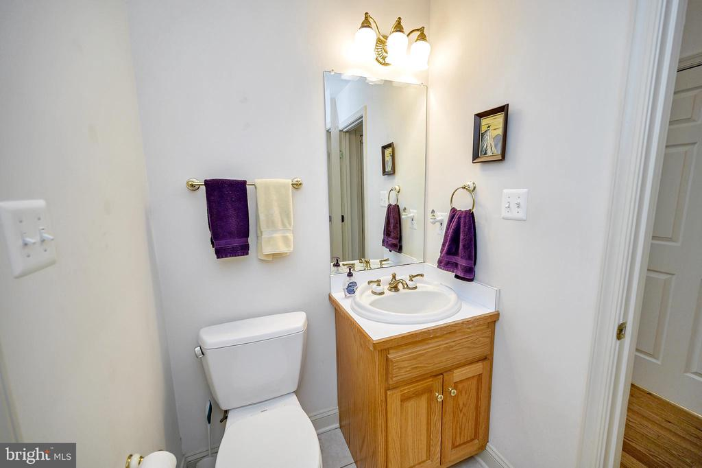 Powder Room off of Kitchen - 86 SAINT MARYS LN, STAFFORD