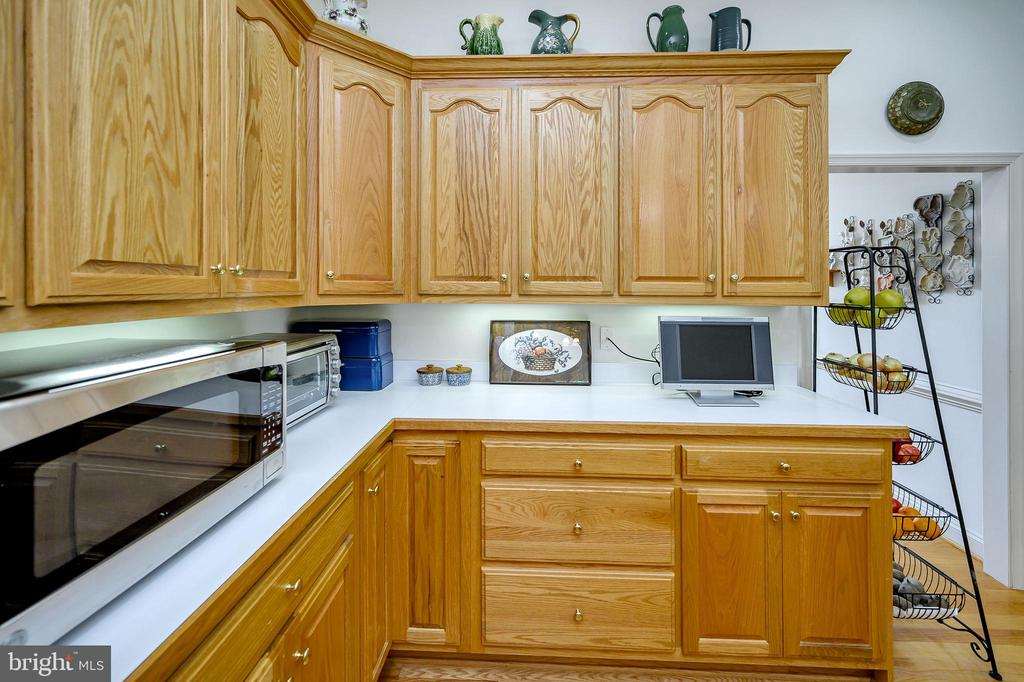 Kitchen with lots of Cabinets - 86 SAINT MARYS LN, STAFFORD