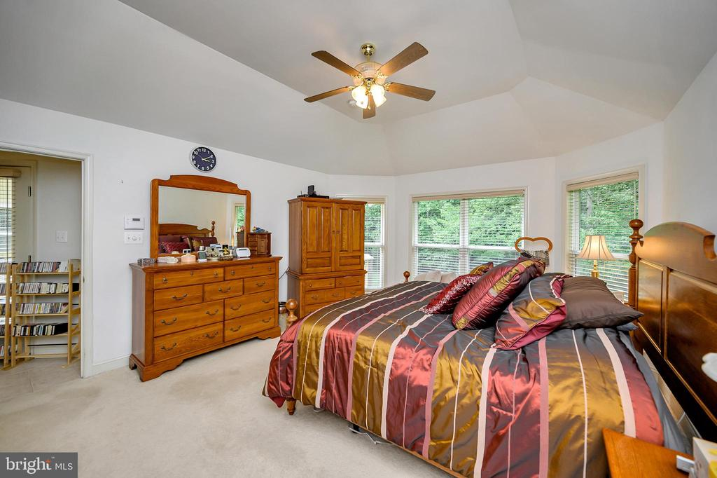 Large Master Bedroom - 86 SAINT MARYS LN, STAFFORD