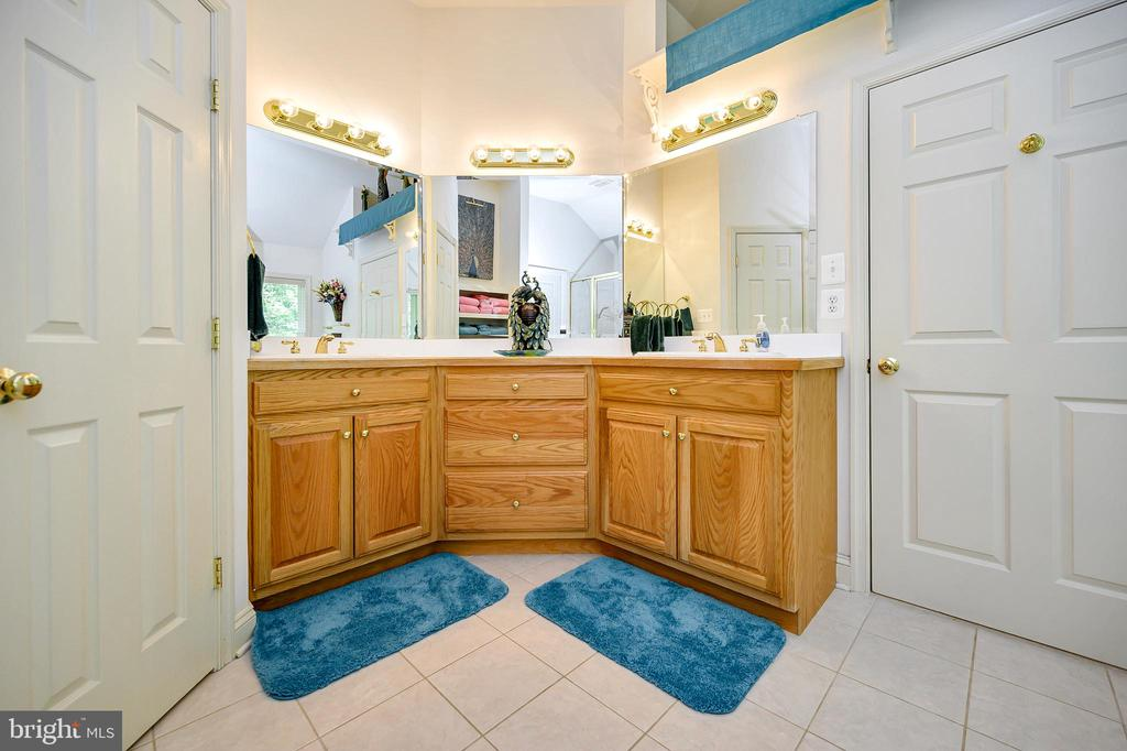 Master Bath Vanities - 86 SAINT MARYS LN, STAFFORD
