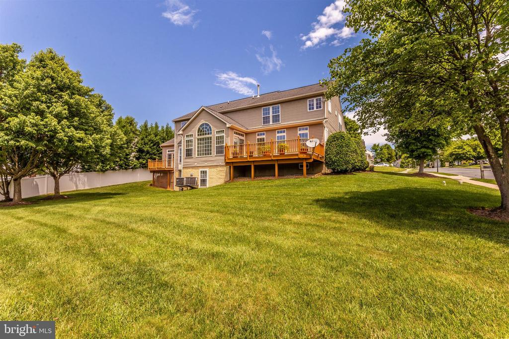- 1 N POINTE CIR, MIDDLETOWN