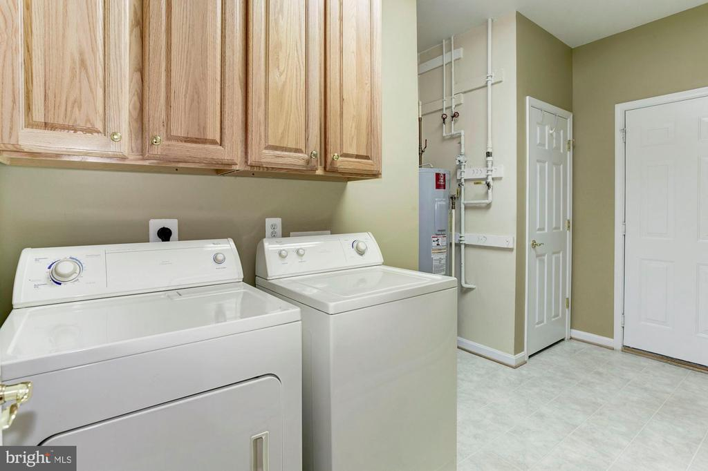 Laundry Room with Storage - 3854 CHAMPION OAK DR, DUMFRIES