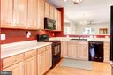 Lots of Counter Space - 3854 CHAMPION OAK DR, DUMFRIES