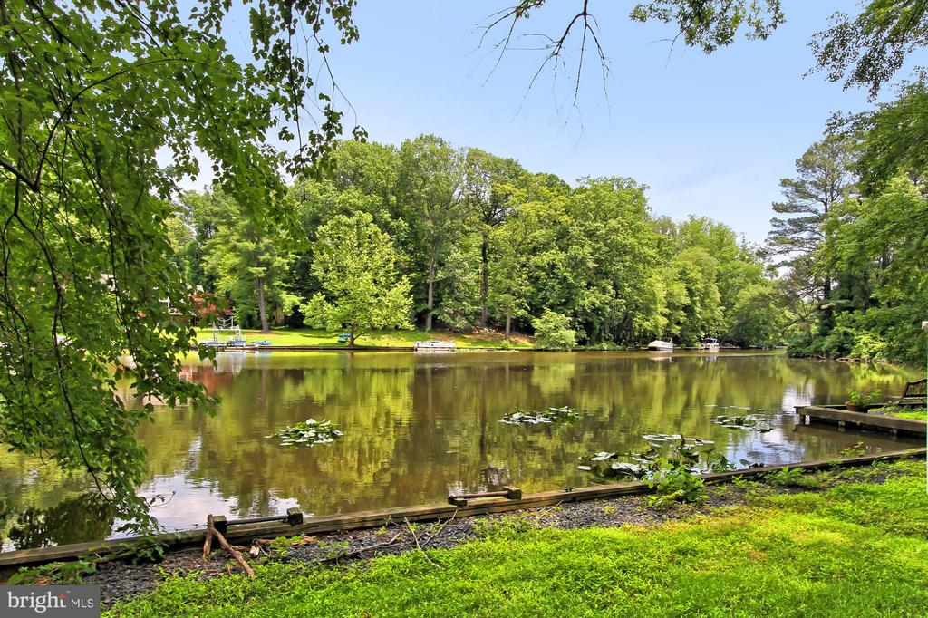 long waterfront - 6516 LAKEVIEW DR, FALLS CHURCH