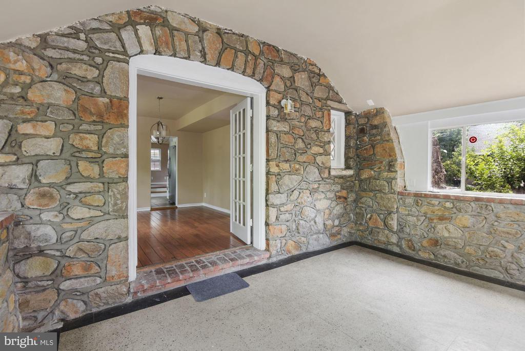 Stone Sunroom - 3209 19TH RD N, ARLINGTON