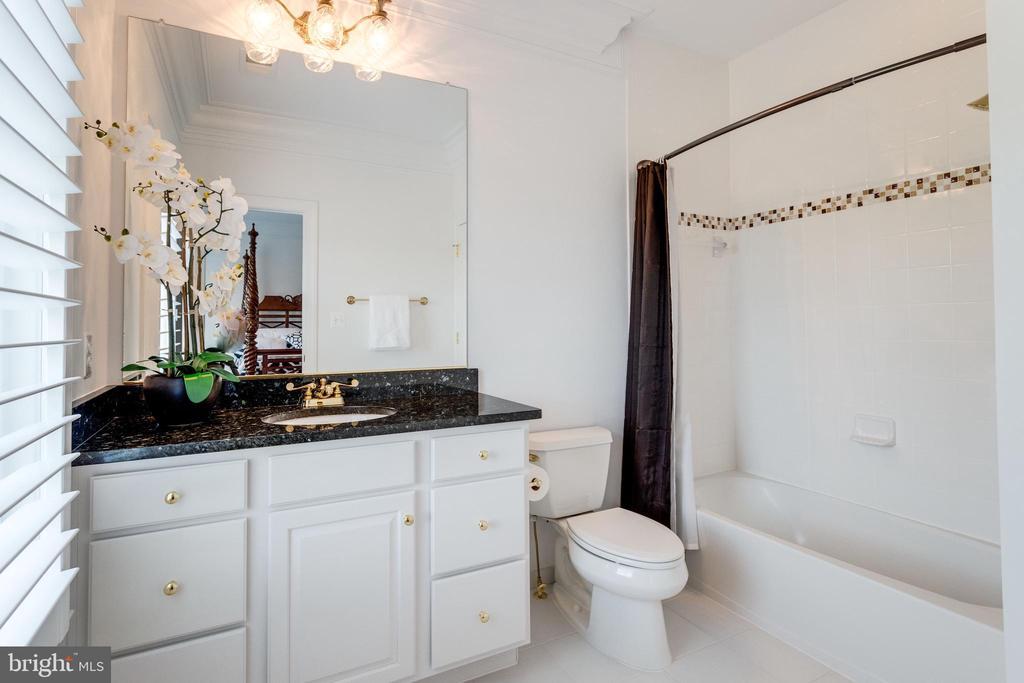 Bathroom - 9637 MAYMONT DR, VIENNA