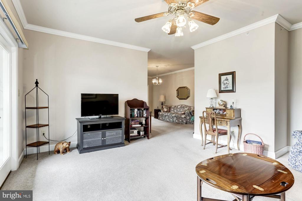 Spacious family room - 117 EASY ST #31, THURMONT