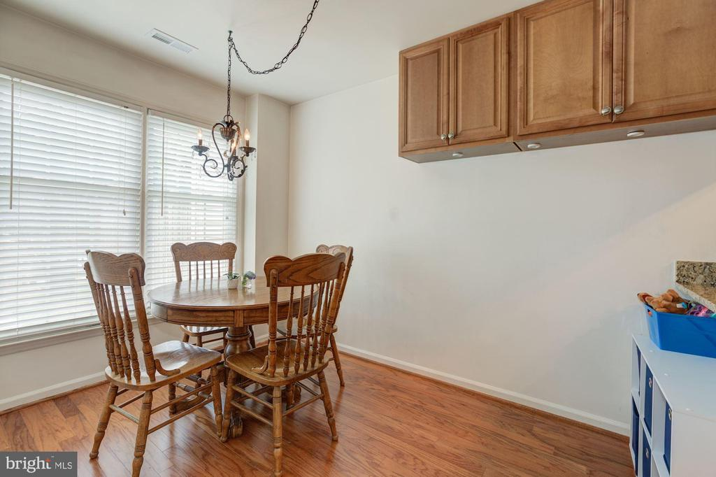 Dining room off Kitchen - 6010 CHESTNUT HOLLOW CT, CENTREVILLE