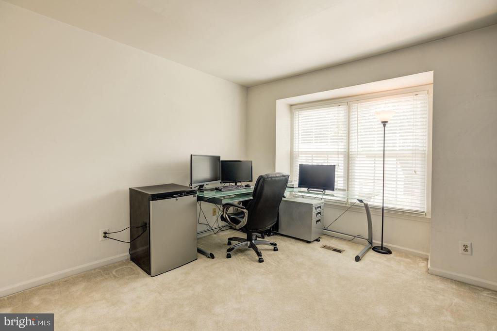 3rd floor Bedroom 2 - 6010 CHESTNUT HOLLOW CT, CENTREVILLE