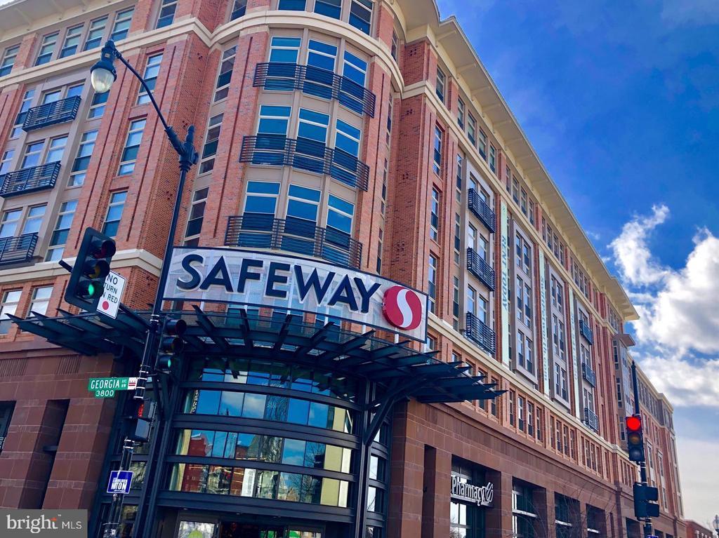 Safeway, just a quick walk away - 432 MANOR PL NW #2, WASHINGTON