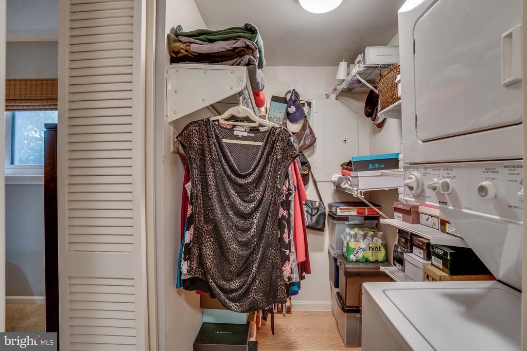 walk-in closet - 86 N BEDFORD ST #86A, ARLINGTON