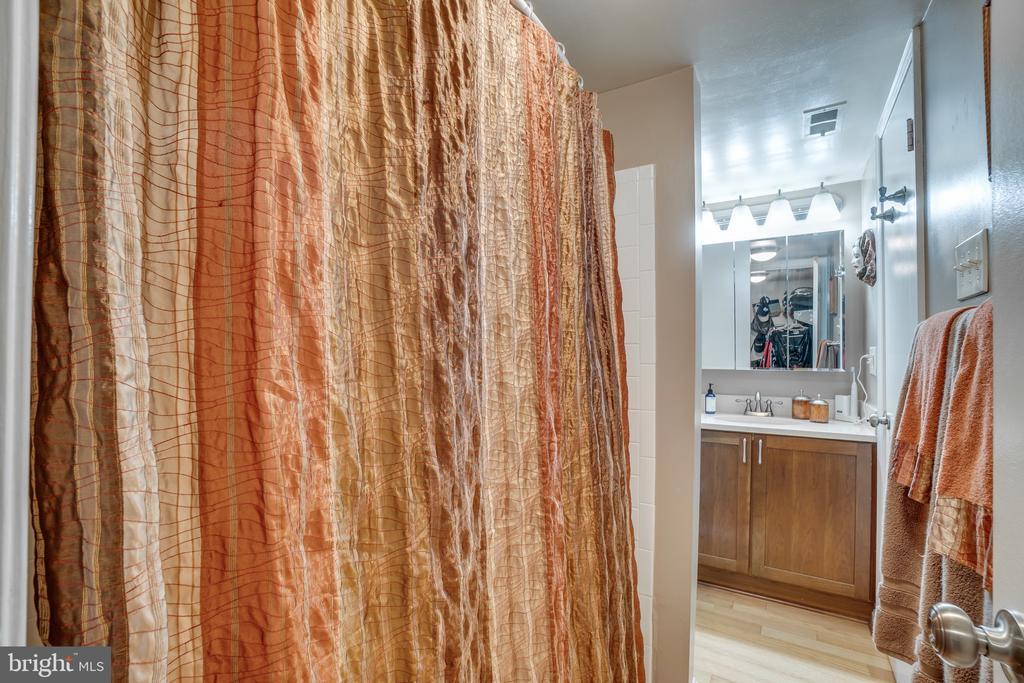 Bathroom - 86 N BEDFORD ST #86A, ARLINGTON