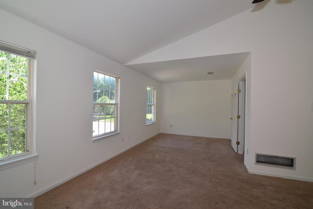 Master bedroom - 9306 KEVIN CT, MANASSAS PARK