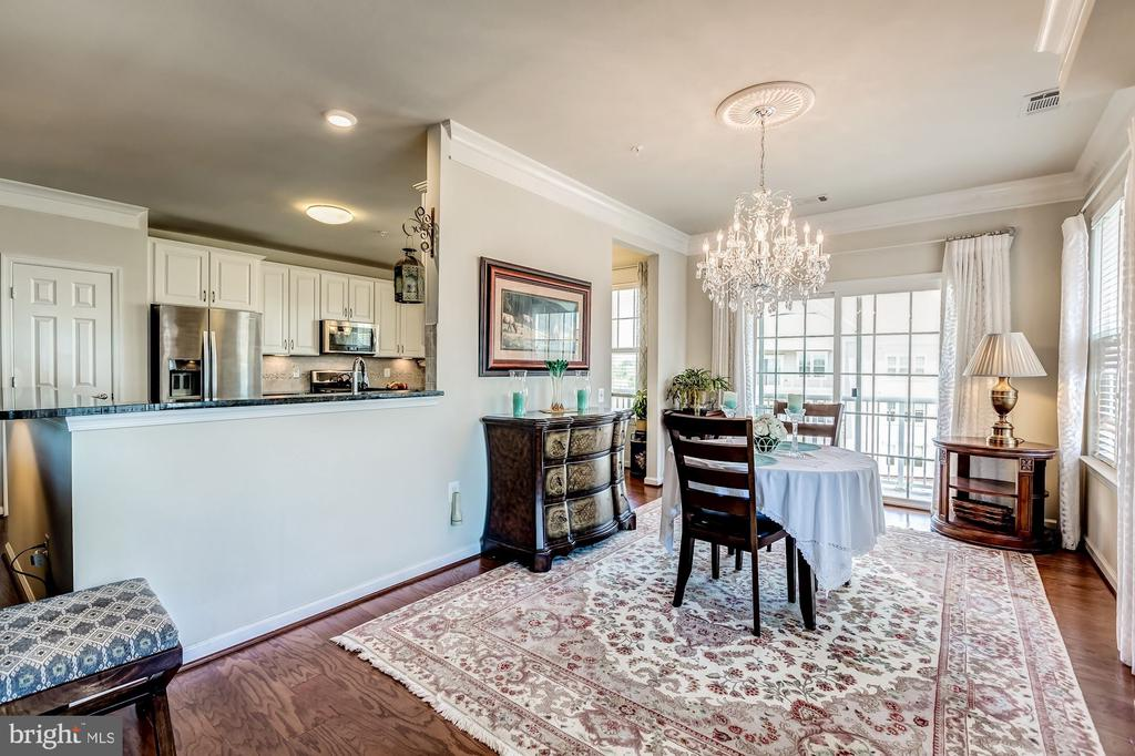 DR w/ chandelier and 2 walls of windows - 20660 HOPE SPRING TER #407, ASHBURN
