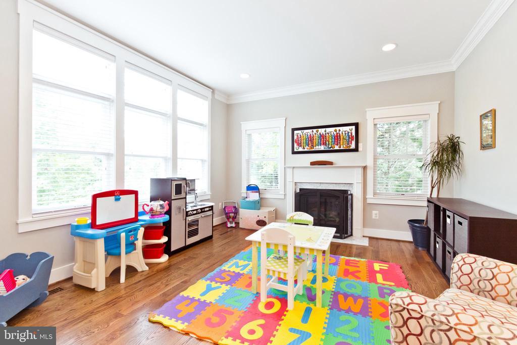 Living Room - 3000 12TH ST S, ARLINGTON