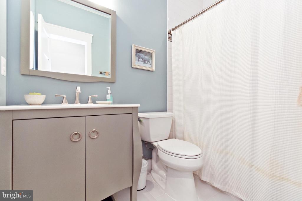 Basement full bathroom - 3000 12TH ST S, ARLINGTON