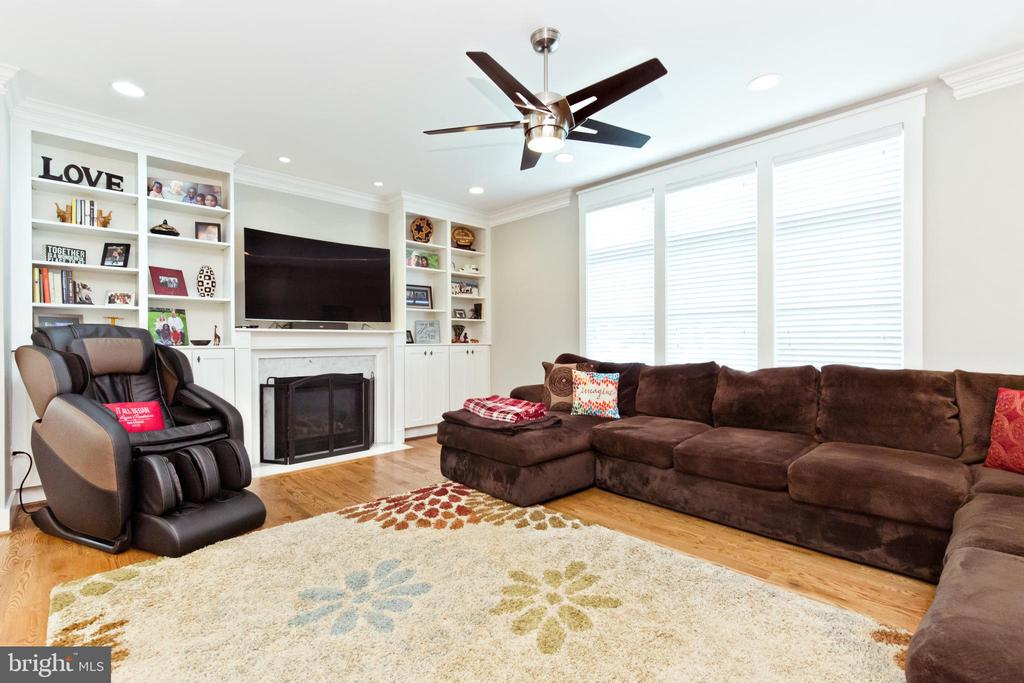 Lots of natural light in Family room - 3000 12TH ST S, ARLINGTON