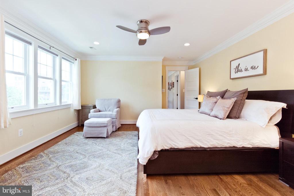 Huge master bedroom - 3000 12TH ST S, ARLINGTON