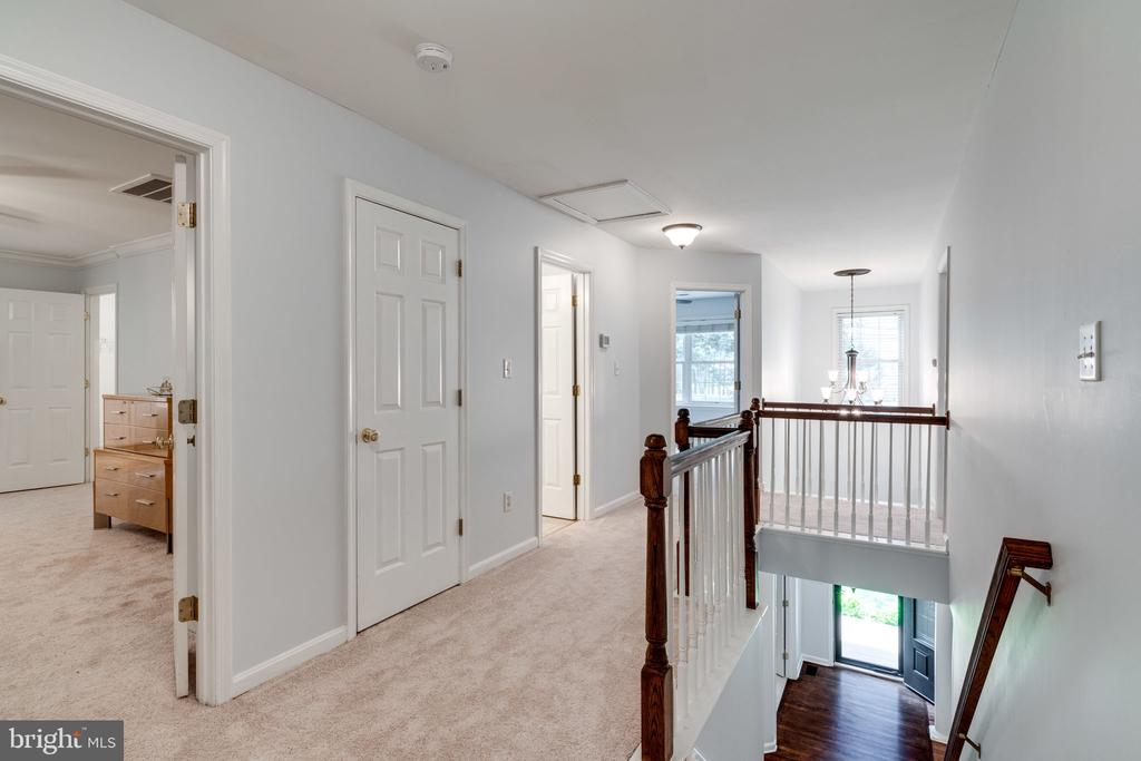 Upper Level with Lots of Storage - 29 DERRICK LN, STAFFORD