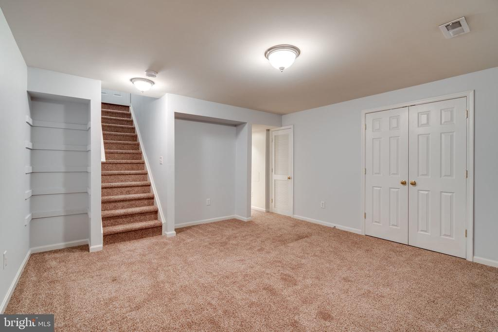 Basement with In-Law Suite - 29 DERRICK LN, STAFFORD