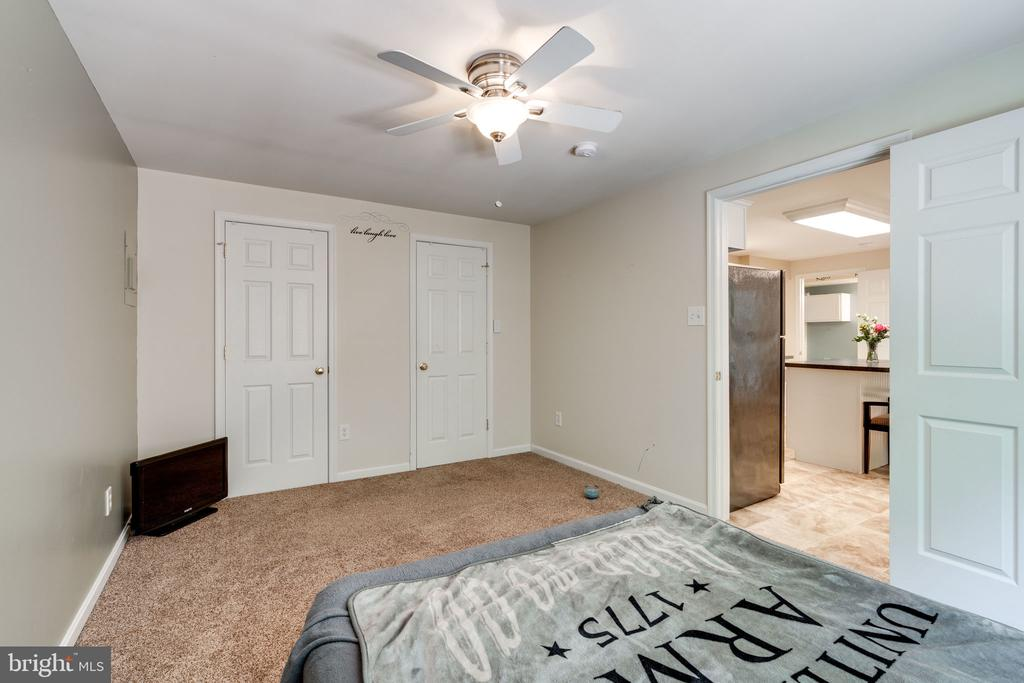 Great Bedroom For Family & Guests - 29 DERRICK LN, STAFFORD