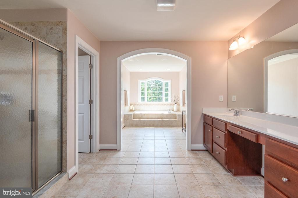 Luxury Master Bath - 4950 CAMP GEARY LN, STAFFORD
