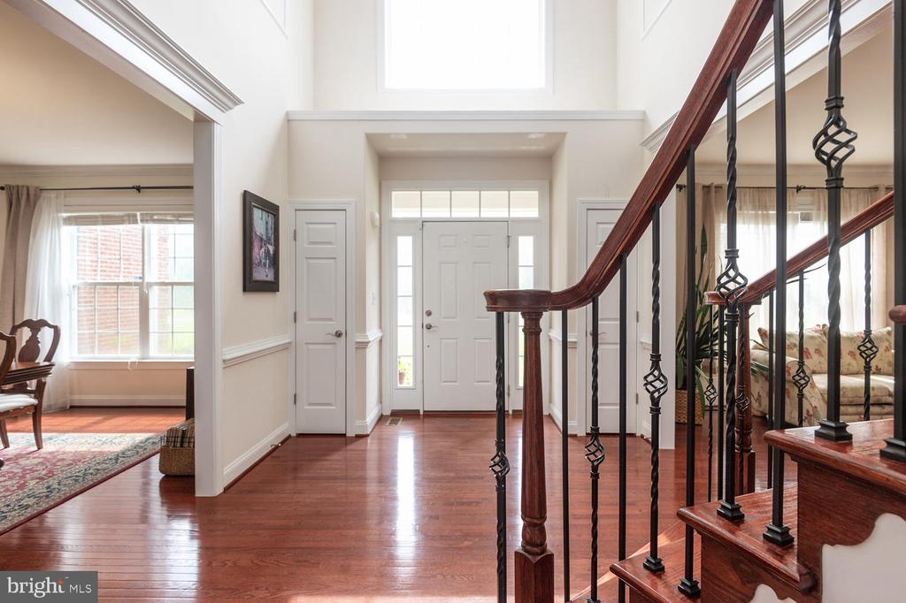 Grand 2 Story Foyer - 4950 CAMP GEARY LN, STAFFORD