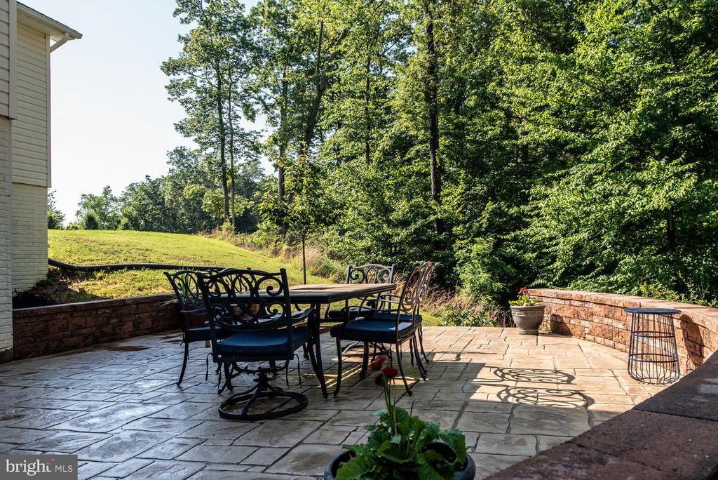 Custom Stone Patio - 4950 CAMP GEARY LN, STAFFORD