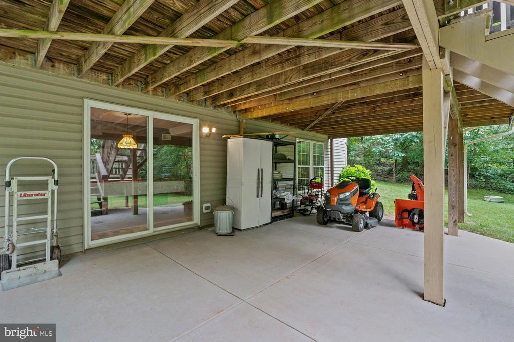 This beautiful patio stays dry even in wet weather - 20311 BROAD RUN DR, STERLING
